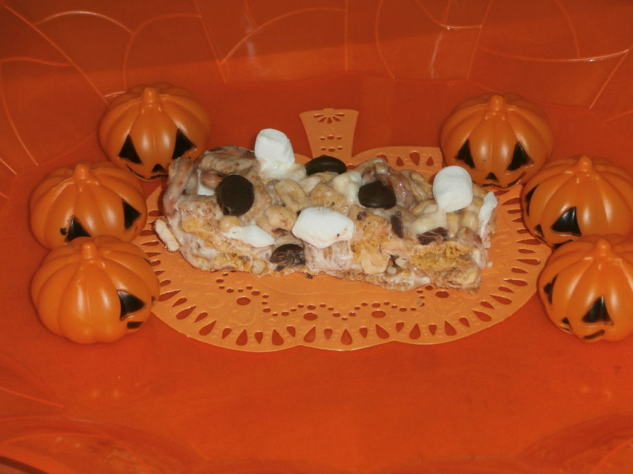 First of Thirteen Treats for The Month of October! Chex Mix Treats! #Halloween #Boo